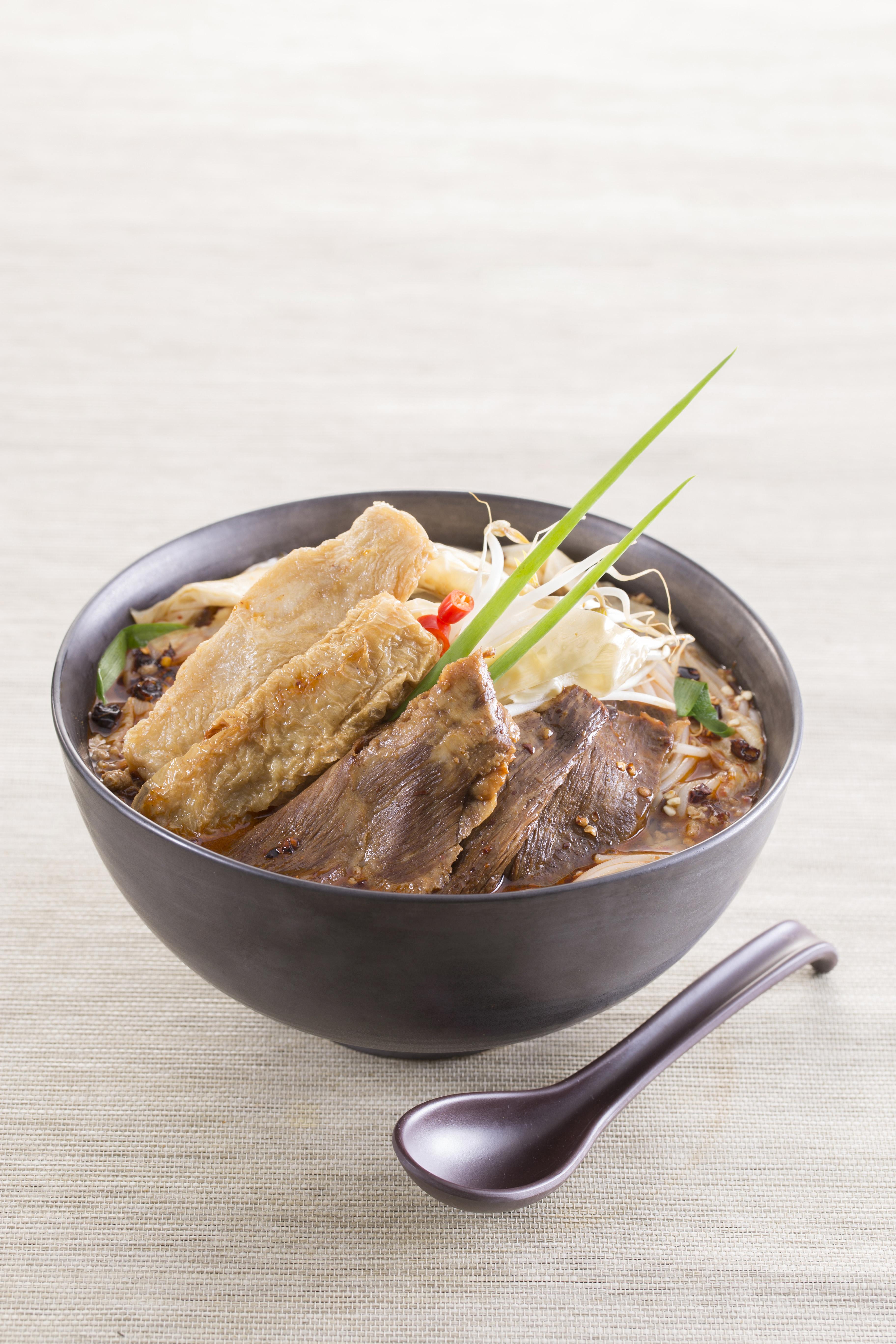 辣猪肉春卷酸辣米线
